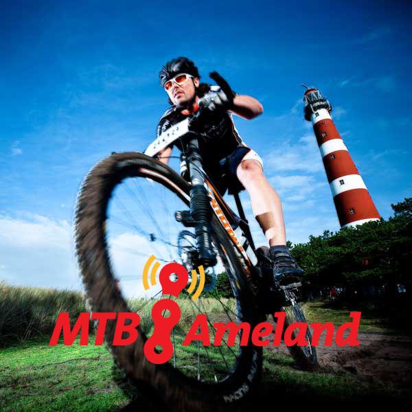MTB Ameland: Promotie foto van mountainbiker bij de vuurtoren